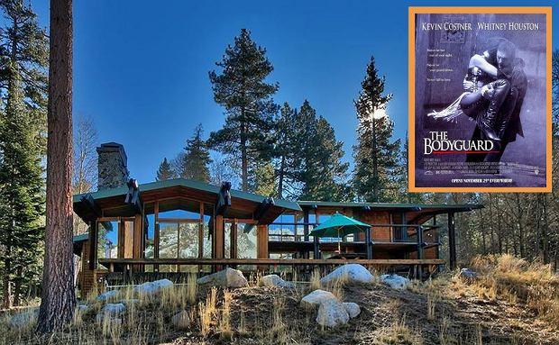 """Pamiętasz film """"Bodyguard""""? Słynny dom nad jeziorem jest do kupienia [ZDJĘCIA]"""