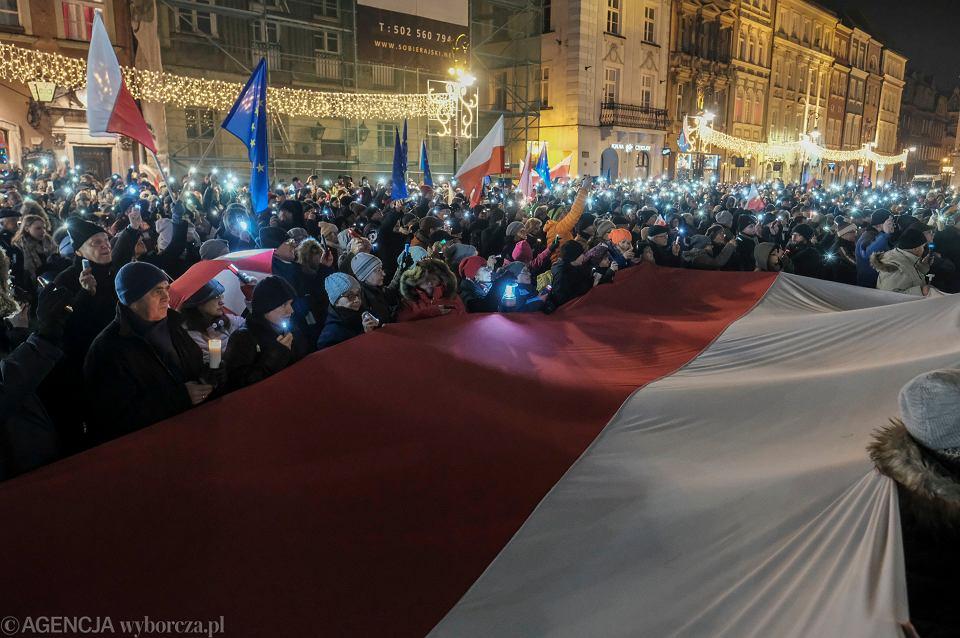 14.12.2017, Łańcuch Światła na poznańskim Rynku.