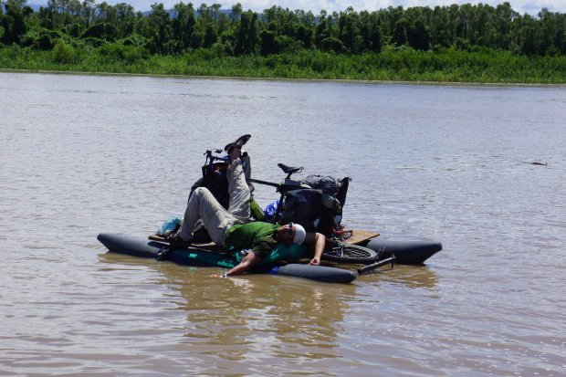 Na Amazonce czasem bywa sielankowo, o czym świadczy widok Dawida Andresa na rowerze amazońskim