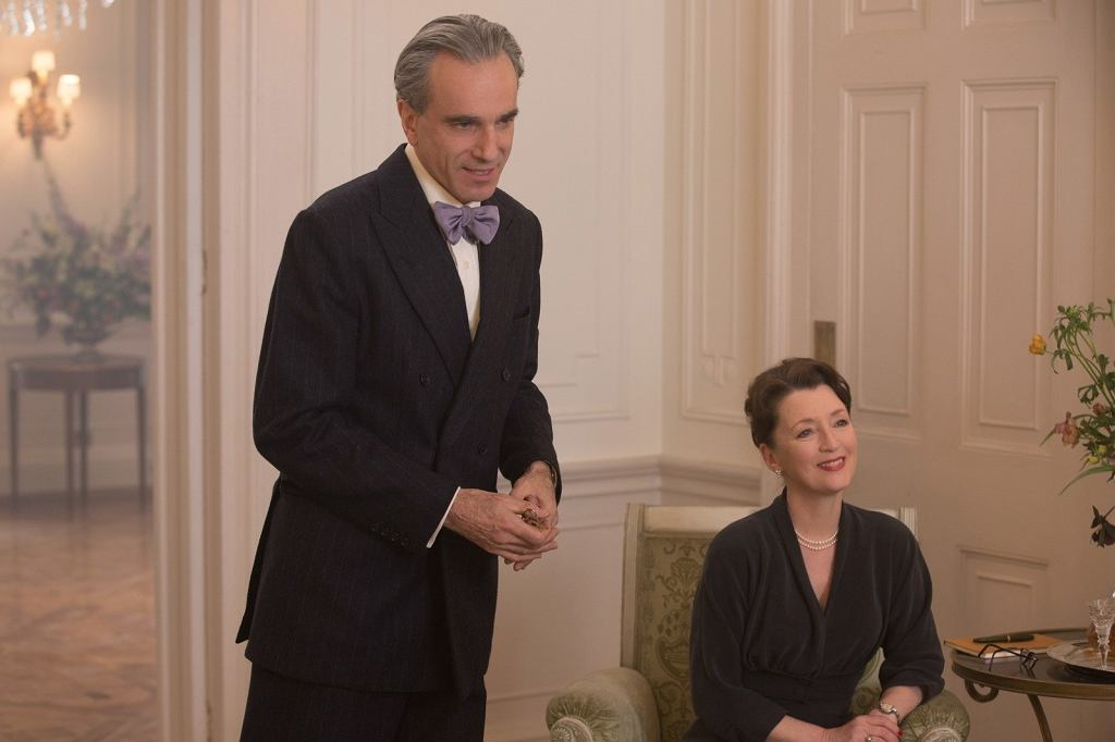 Daniel Day-Lewis i Lesley Manville w filmie 'Nić widmo'  / fot. Laurie Sparham / Focus F