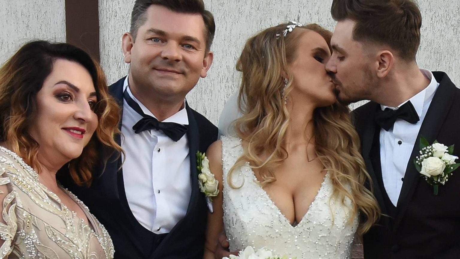 Synowa Zenona Martyniuka miała oszałamiającą suknię ślubną! Ewelina wyglądała w niej spektakularnie