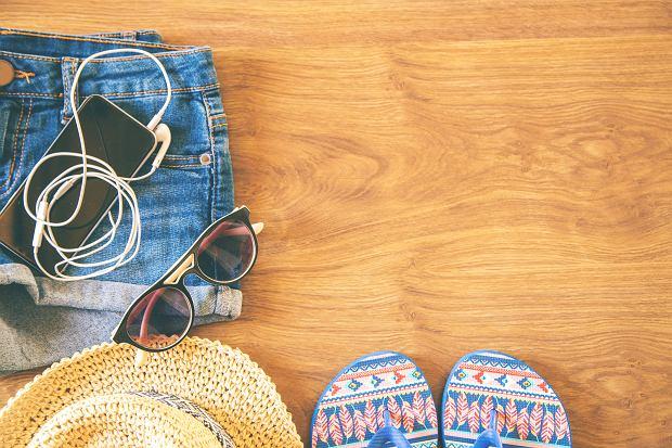 Krótkie spodenki dla puszystych - trzy modne stylizacje na lato 2017