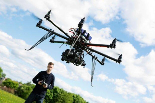 """""""W Polsce trwa dronowa rewolucja, ale je�li kto� kupi drona za 200 z�, wyjmie z pude�ka i zacznie lata�, to strach si� ba�"""" [ROZMOWA I WIDEO]"""