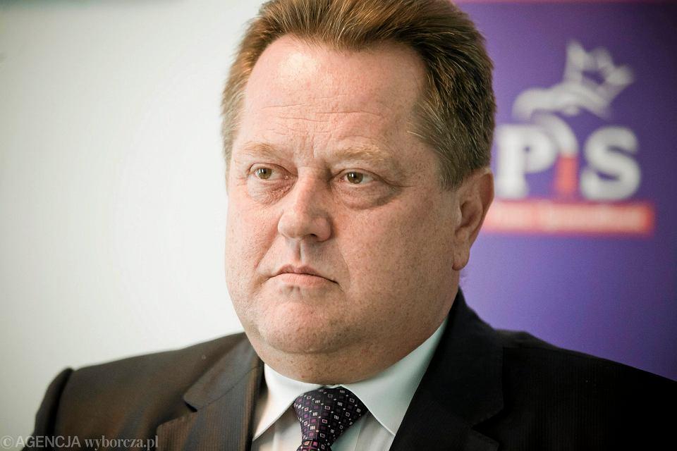 Poseł PiS Jarosław Zielinski w swoim biurze poselskim w Białymstoku