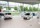 Sprzeda� nowych samochod�w | Rok na plusie
