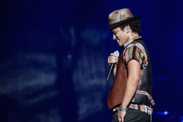 Bruno Mars ogłosił już oficjalny plan koncertów na 2017 rok. Na rozpisce tournée nie znalazła się nazwa jakiegokolwiek polskiego miasta. Jak się jednak okazało, Bruno Mars wystąpi w naszym kraju już w następnym roku i będzie to miasto Królów Polski, czyli Kraków. Z planowej trasy koncertowej wypadła Łódź, gdzie wokalista miał wystąpić na tamtejszej Atlas Arenie.