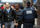 Paryż wraca do życia, ale pod nadzorem