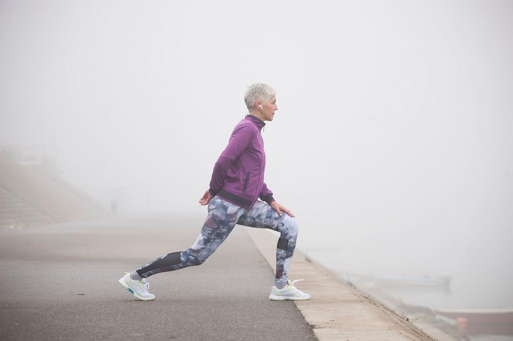 Ruch - najlepiej na świeżym powietrzu - pomoże nam utrzymać w dobrej kondycji nie tylko ciało, ale też umysł (fot. Vesnaandjic / iStockphoto.com)
