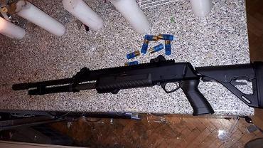 Akcja policji i antyterrorystów w Radwanicach. Na zdjęciu broń, którą groził zatrzymany mężczyzna