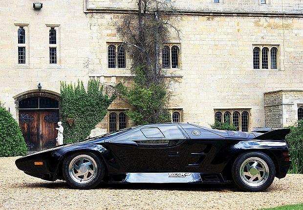 Auto zaprezentowano w 1991 roku na salonie w Genewie i Frankfurcie na którym sprzedano egzemplarz wystawowy jeszcze w trakcie trwania wystawy