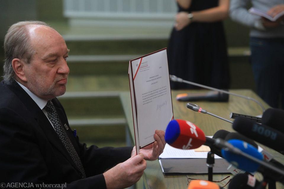 Sędzia Józef Iwulski podczas konferencji z I Prezes SN Małgorzatą Gersdorf 4 lipca 2018 r.