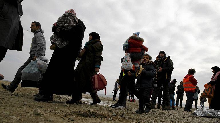 Uchodźcy na greckiej plaży