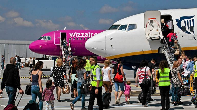 Wizz Air Hand Baggage Size And Weight Ryanair And Wizz Air Make Changes In Ryanair Large Carry