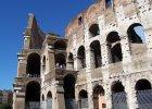 Turystki z USA wyry�y swoje inicja�y na �cianie Koloseum. Mog� zap�aci� za to nawet 20 tys. euro