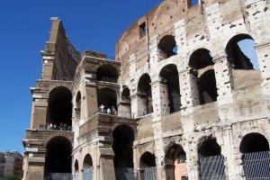Turystki z USA wyryły swoje inicjały na ścianie Koloseum. Mogą zapłacić za to nawet 20 tys. euro