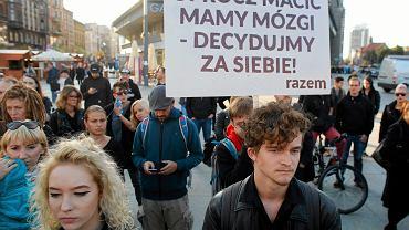 Debata nad projektami prawa dotyczącego aborcji trwa w Sejmie od wczoraj. Trwają też protesty