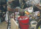Czekoladki, ubrania, ko�ci, butelki... W Polsce �yje p� miliona chorobliwych zbieraczy. Mo�na ich leczy�!