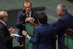 Koalicja uratowa�a Sienkiewicza. Ale wcze�niej pad�y s�owa o zastraszaniu i szanta�u w czasie g�osowania