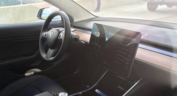 Wnętrze Tesli Model 3