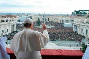 Po�owiczny sukces papie�a Franciszka w likwidacji dworskich obyczaj�w w Ko�ciele
