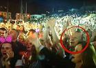 Prezes TVP na festiwalu disco polo. Kiedy na scenie pojawia się Zenek, Kurski daje się porwać