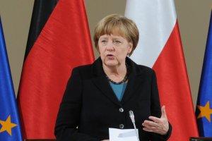 Merkel w Polsce o wsp�lnym podr�czniku historii: Najlepsze wspomnienie Bartoszewskiego