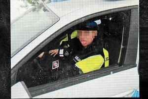 Czy policjant bawi� si� z tir�wkami? Zbada Komenda G��wna