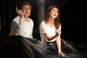 """Dw�jka z Liverpoolu. """"��ta ��d� podwodna"""" w Teatrze Miejskim w Gdyni"""