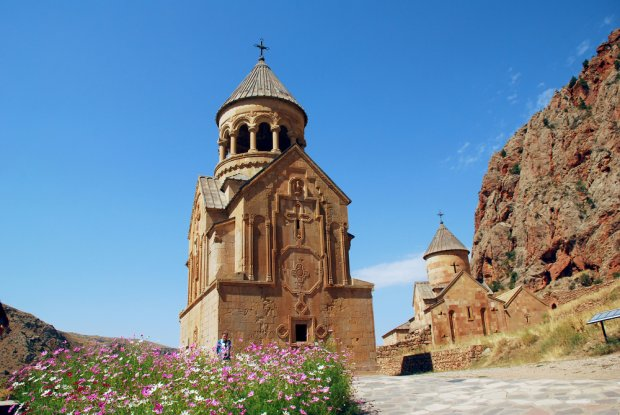 Armenia słynie ze swoich mistycznych, chrześcijańskich zabytków, takich jak założone na początku XIII w. opactwo Noravank, położone 120 km od stolicy kraju. Fot. Karen Faljyan / shutterstock.com