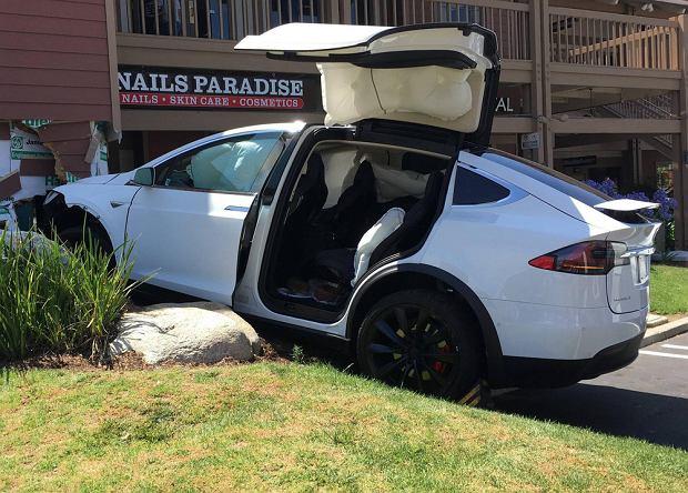 """Elon Musk o Autopilocie: """"To dopiero beta, błędy mogą się zdarzać"""""""