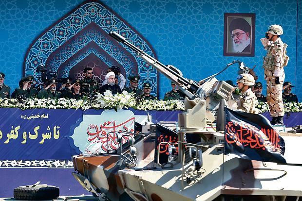 Irański prezydent Hassan Rouhani podczas wojskowej parady, wrzesień 2017
