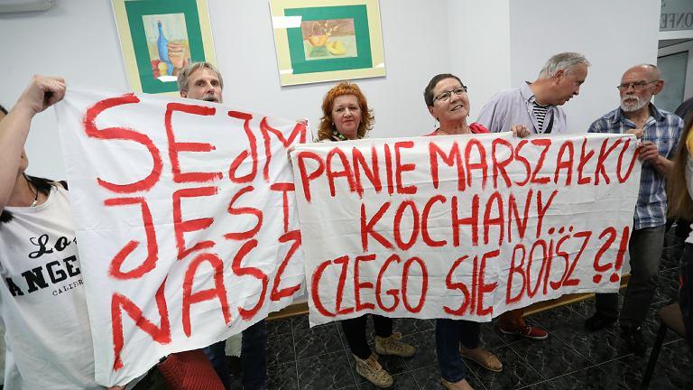 Protest i awantura na spotkaniu z Markiem Kuchcińskim