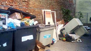 Problem śmieci na Mokotowie. Śmieci przy ul. Puławskiej