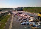 Tysiące butelek na A1. Korek w kierunku Torunia miał 6 km