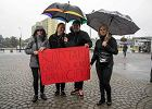 Czarny protest w D�browie G�rniczej. Deszcz nie wystraszy� kilkuset kobiet [ZDJ�CIA]