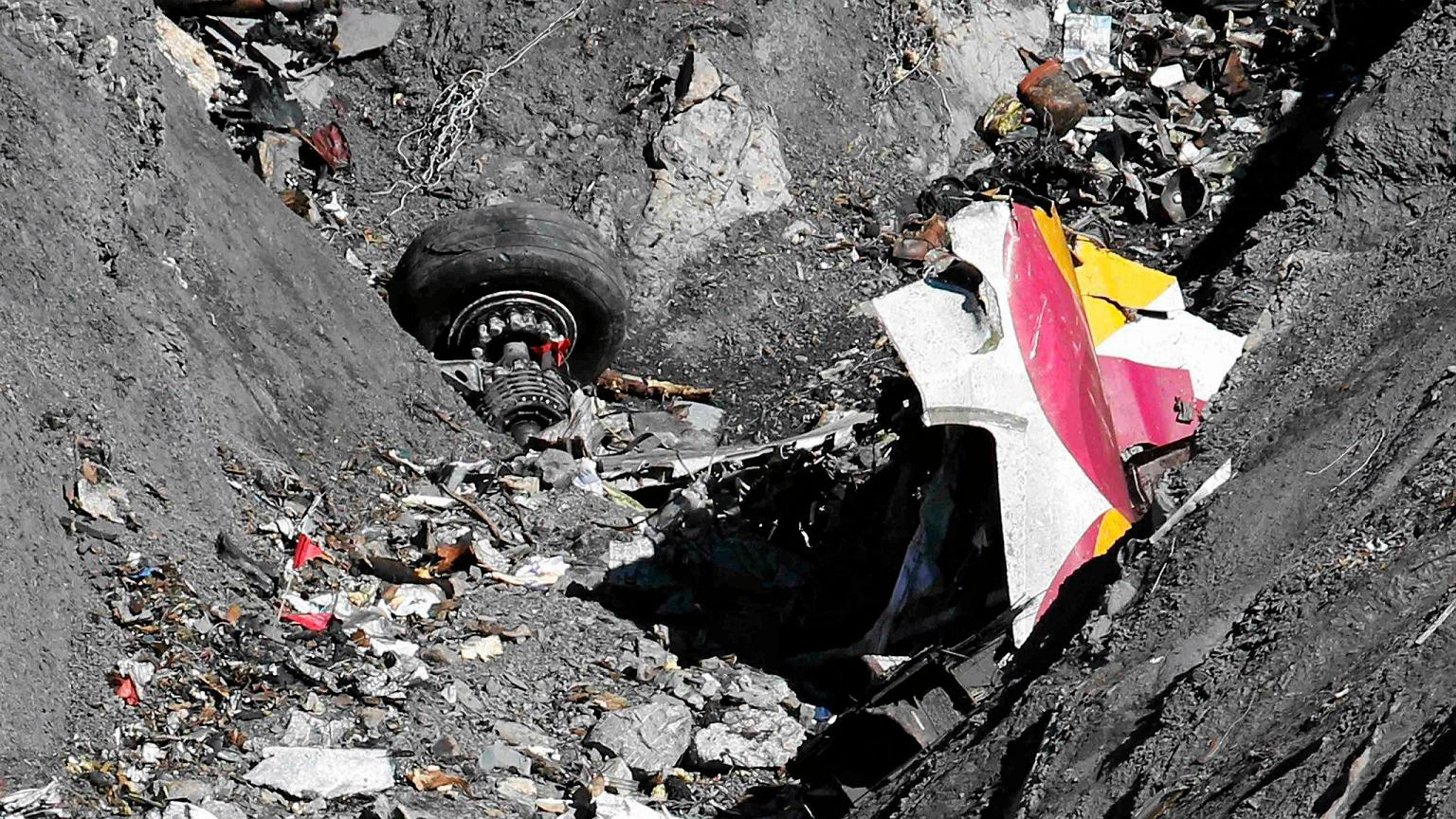Salvage teams recover decomposed body of Air France jet passenger Air france crash victims photos