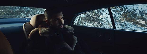 Drake i Taylor od kilku dni królują na nagłówkach gazet. Para coraz bardziej zbliża się do siebie. Jak się okazało wszystkiemu winna jest piosenka, którą razem przygotowują. A jednak 4 listopada 2016 raper na swoim oficjalnym profilu instagramowym opublikował zdjęcie z młodą artystką.