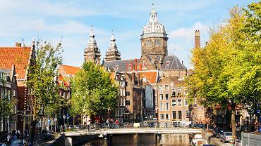 Amsterdam, Holandia. Amsterdam, największe miasto Holandii. Kanały, rowery, Dzielnica Czerwonych Latarni, dom Anny Frank, coffeeshopy i najwspanialsze dzieła holenderskich mistrzów - Amsterdam to jedno z najciekawszych i najpiękniejszych miast w Europie.