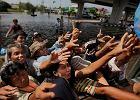 W dotkni�tej przez najgorsz� pow�d� p�wiecza Tajlandii ju� 500 ofiar �miertelnych