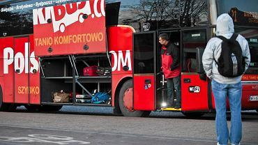 Z połączeń autokarowych do Warszawy korzysta miesięcznie 10 tysięcy osób