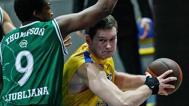 Adam Łapeta (z piłką)