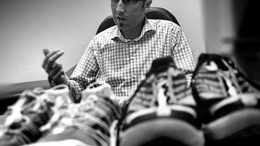 Piotr Chomicki-Bindas ortopeda traumatolog z kliniki Ortoreh opowiada o butach minimalistycznych i amortyzowanych