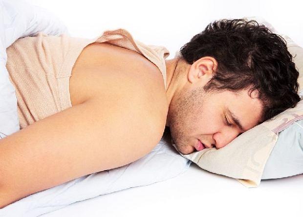 Niewyspanie sprzyja uczuciu g�odu