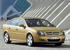 OPEL Vectra GTS Hatchback 02-05, rok produkcji 2002, coupe, widok przedni prawy, samoch�d 5-drzwiowy, kolor z�oty