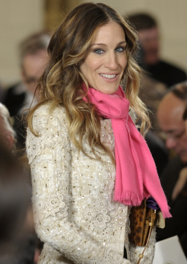 Actress Sarah Jessica Parker is directed to her seat in the East Room of the White House in Washington, Monday, Feb. 13, 2012, for President Barack Obama's presentation ceremony for the 2011 National Medal of Arts and National Humanities Medals. (AP Photo/Susan Walsh)
