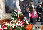 Ods�oni�to pomnik Ofiar Tragedii Smole�skiej. W nocy kto� go obla� farb�