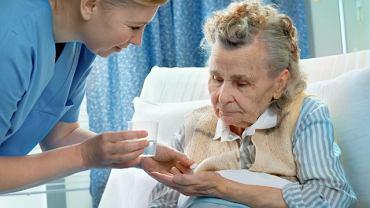 Wybrany opiekun osoby starszej powinien być nie tylko kompetentny i godny zaufania, ale i zaakceptowany przez podopiecznego