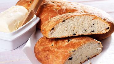 Francuski chleb z oliwkami i tymiankiem