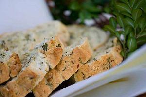 Wielkanocny chleb z ziołami