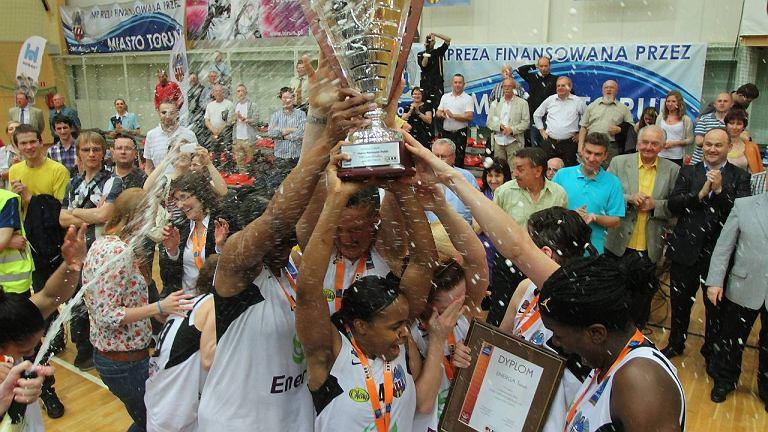 Radość koszykarek Energi po zdobyciu brązowego medalu w 2012 r.
